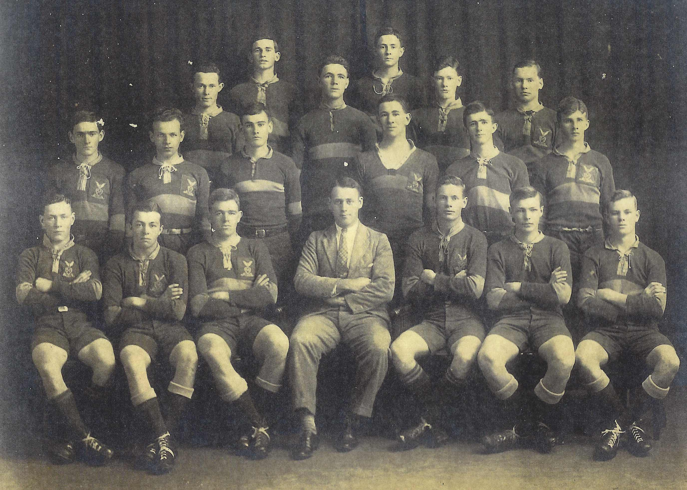 1927 Churchie first XIII (Des 1st from left front row)